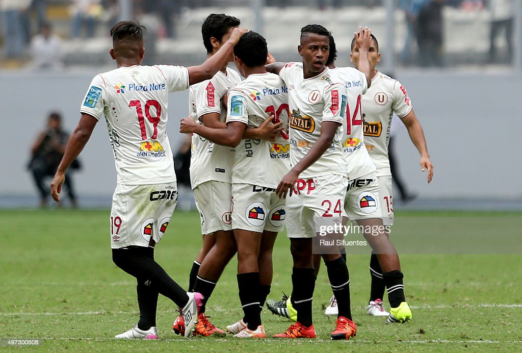 <a gi-track='captionPersonalityLinkClicked' href=/galleries/search?phrase=Edison+Flores&family=editorial&specificpeople=8597891 ng-click='$event.stopPropagation()'>Edison Flores</a> of Universitario celebrates the first goal of his team against Alianza Lima during a match between Universitario and Alianza Lima as part of seventh round of Torneo Clausura 2015 at Nacional Stadium on November 15, 2015 in Lima, Peru.