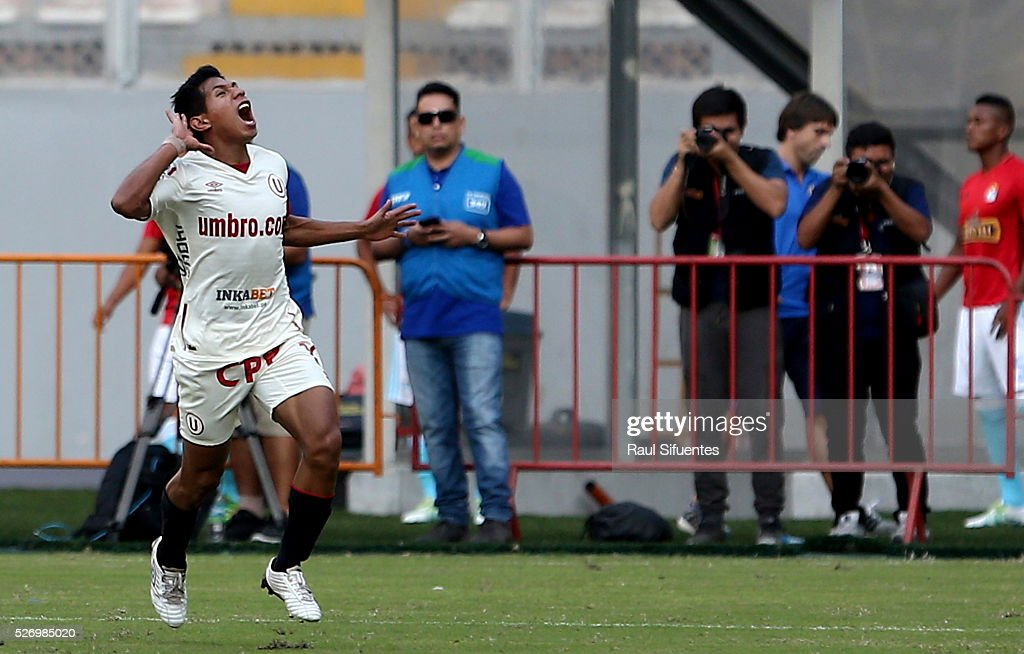 <a gi-track='captionPersonalityLinkClicked' href=/galleries/search?phrase=Edison+Flores&family=editorial&specificpeople=8597891 ng-click='$event.stopPropagation()'>Edison Flores</a> of Universitario celebrates the first goal of his team against Sporting Cristal during a match between Sporting Cristal and Universitario as part of Torneo Apertura 2016 at Nacional Stadium on May 01, 2016 in Lima, Peru.