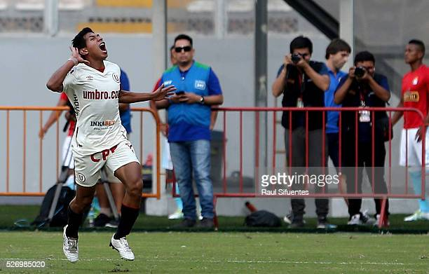 Edison Flores of Universitario celebrates the first goal of his team against Sporting Cristal during a match between Sporting Cristal and...