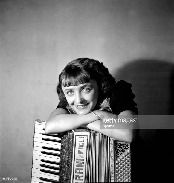 Edith Piaf French singer in 1936