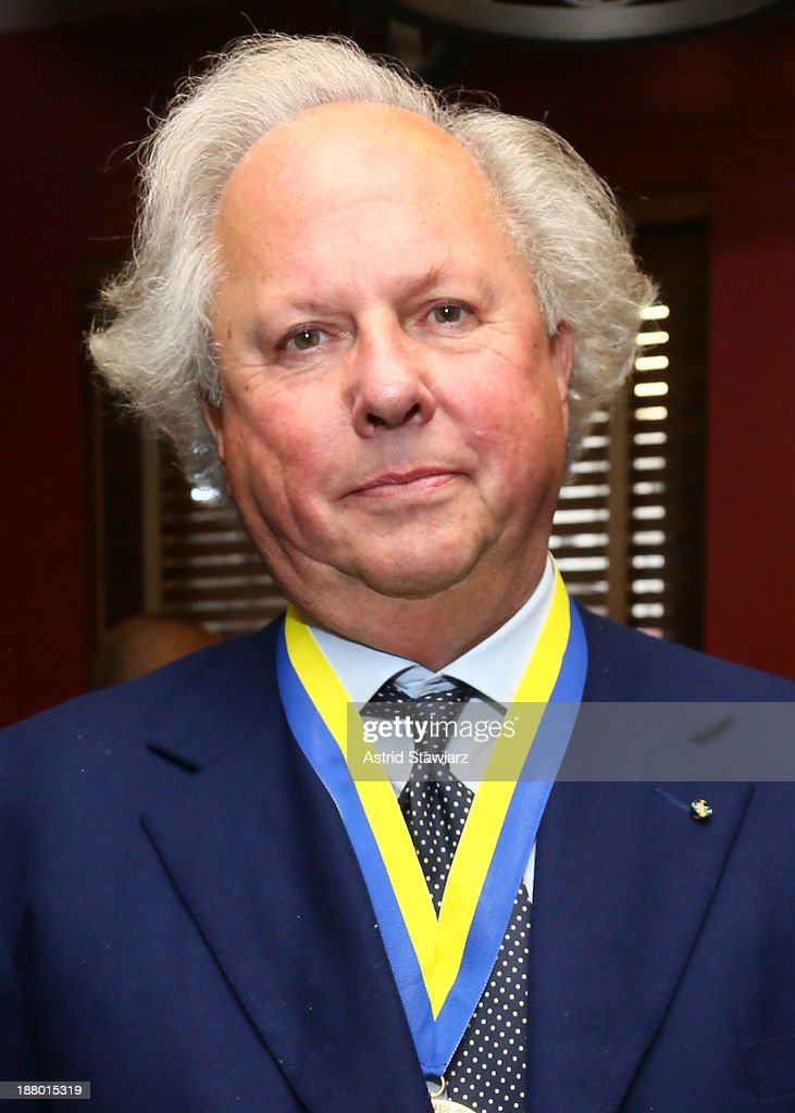 Editor of Vanity Fair, Graydon Carter attends The Deadline Club's New York Journalism Hall of Fame 2013 Luncheon at Sardi's on November 14, 2013 in New York City.