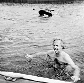 Editor of Vanity Fair Graydon Carter is photographed for Vanity Fair Magazine on September 4 1998 at home in Lake Waramaug Connecticut PUBLISHED IN...