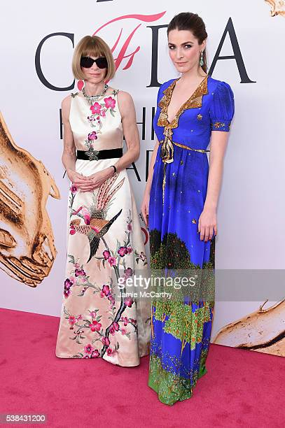 Editorinchief of American Vogue Anna Wintour and Bee Shaffer attend the 2016 CFDA Fashion Awards at the Hammerstein Ballroom on June 6 2016 in New...