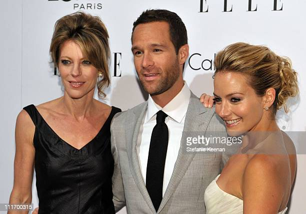 ELLE EditorInChief Roberta Myers actor Chris Diamantopoulos and actress Becki Newton arrive at the 16th Annual ELLE Women in Hollywood Tribute at the...