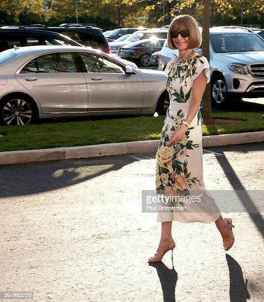 EditorinChief Vogue Magazine Anna Wintour attends the 2016 US Open Opening Night at USTA Billie Jean King National Tennis Center on August 29 2016 in...
