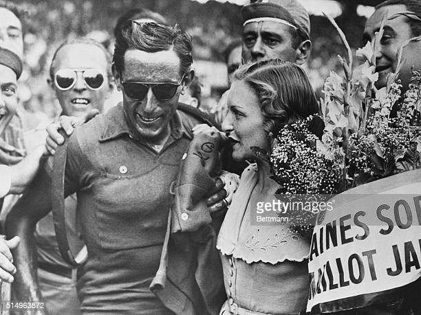 Editor's notes Paris July 21 1949 At the end of 21th and last lap of the 1949 'Tour de France' which took riders from Nancy to Paris the Italian...