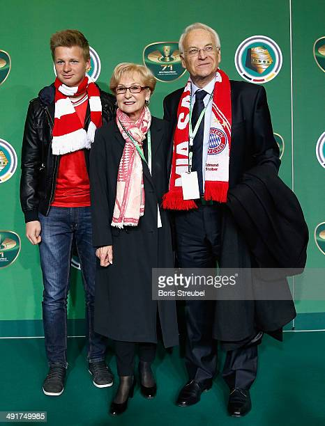 Edmund Stoiber pose with his wife Karin Stoiber and son Dominic Stoiber on the green carpet prior to the DFB Cup final at Olympiastadion on May 17...
