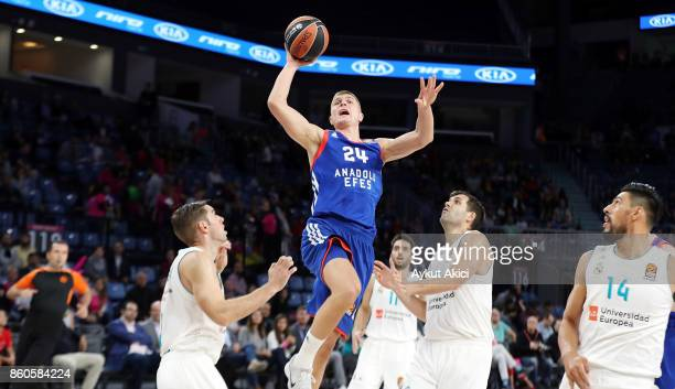 Edo Muric #24 of Anadolu Efes Istanbul in action during the 2017/2018 Turkish Airlines EuroLeague Regular Season Round 1 game between Anadolu Efes...