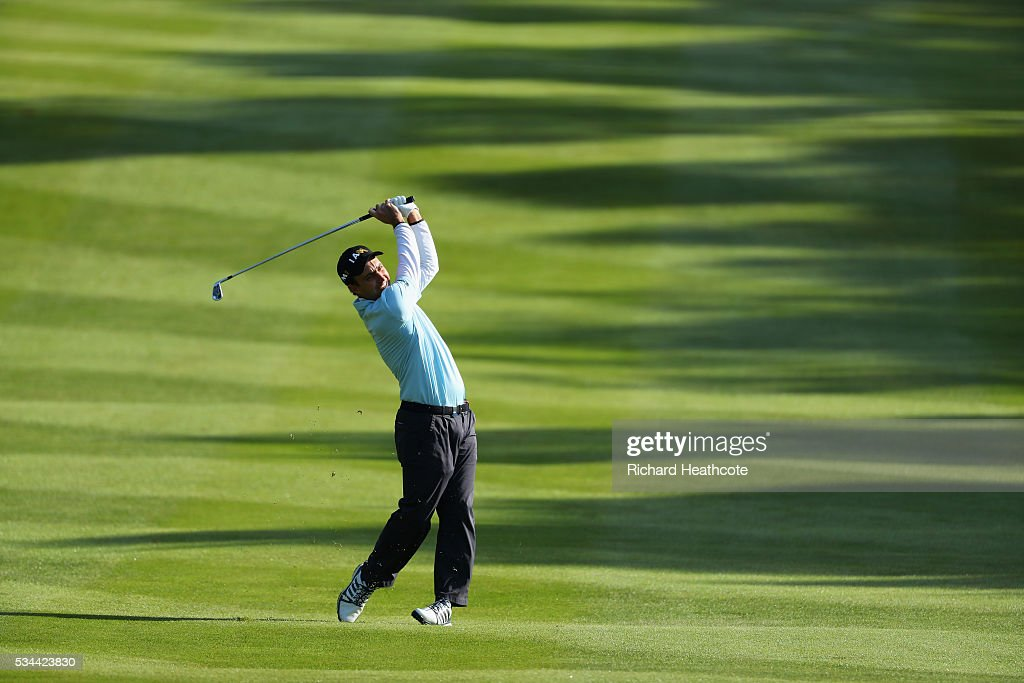 <a gi-track='captionPersonalityLinkClicked' href=/galleries/search?phrase=Edoardo+Molinari&family=editorial&specificpeople=556368 ng-click='$event.stopPropagation()'>Edoardo Molinari</a> of Italy hits his 2nd shot on the 4th hole during day one of the BMW PGA Championship at Wentworth on May 26, 2016 in Virginia Water, England.