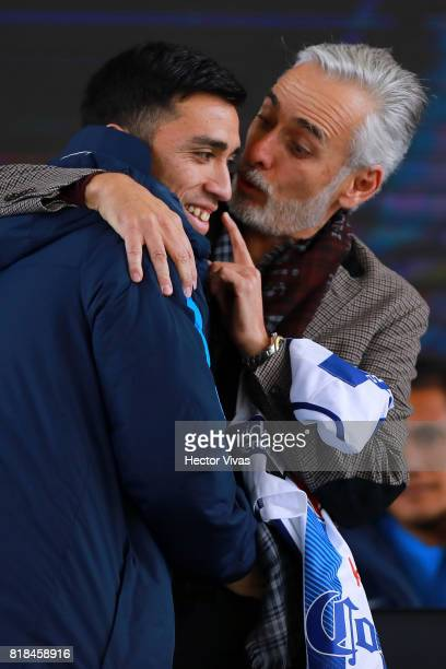 Edson Puch of Pachuca and Jesus Martinez President of Pachuca hug during a press conference to unveil Pachuca's new signings at Universidad del...