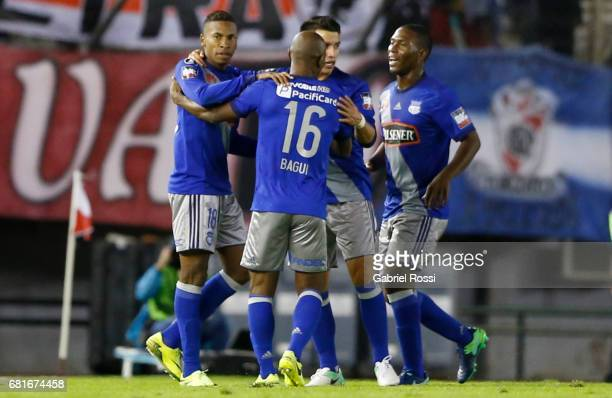 Eduar Preciado of Emelec celebrates with teammates after scoring the opening goal during a group stage match between River Plate and Emelec as part...