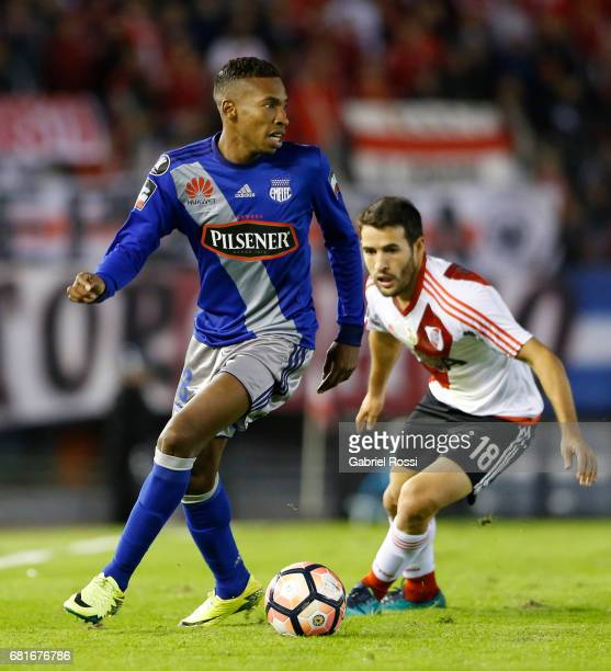 Eduar Preciado of Emelec drives the ball during a group stage match between River Plate and Emelec as part of Copa CONMEBOL Libertadores Bridgestone...