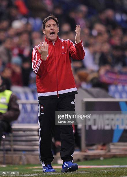 Eduardo Berizzo manager of Celta de Vigo shouts instructions to his team during the Copa del Rey Quarter Final 2nd Leg match between Club Atletico de...