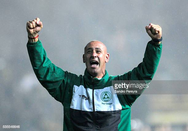Eduardo Espinel coach of Paza Colonia celebrates his team's Championship after a match between Penarol and Plaza Colonia as part of Campeonato...