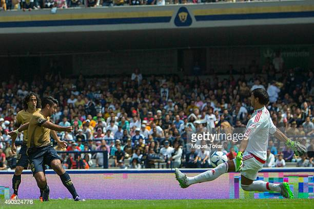Eduardo Herrera of Pumas tries to score against Nahuel Guzman goalkeeper of Tigres during a 10th round match between Pumas UNAM and Tigres UANL as...