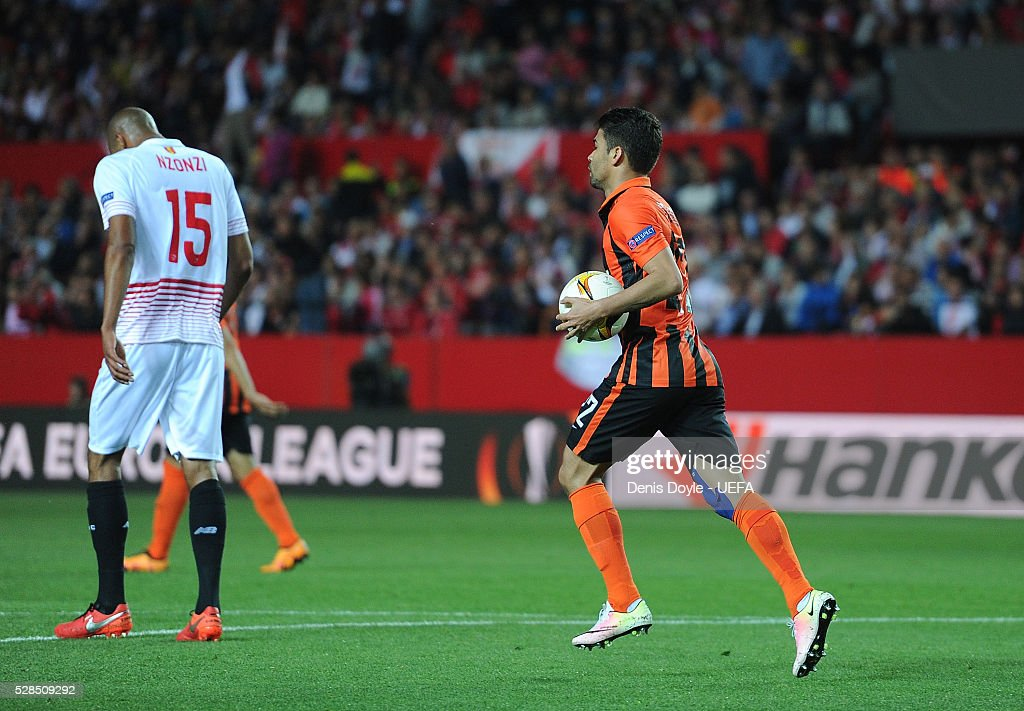 Eduardo of Shakhtar Donetsk heads back to the half way line after scoring his team's opening goal during the UEFA Europa League Semi Final second leg match between Sevilla and Shakhtar Donetsk at the Sanchez Pizjuan stadium on May 5, 2016 in Seville, Spain.
