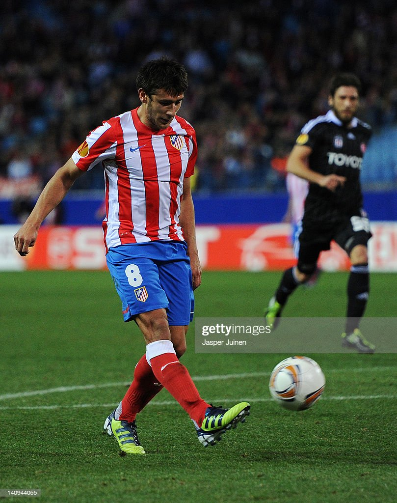 <a gi-track='captionPersonalityLinkClicked' href=/galleries/search?phrase=Eduardo+Salvio&family=editorial&specificpeople=5670924 ng-click='$event.stopPropagation()'>Eduardo Salvio</a> of Club Atletico de Madrid strikes to score his sides second goal during the UEFA Europa League round of 16 first leg match between Club Atletico de Madrid and Besiktas JK at the Vincente Calderon stadium on March 8, 2012 in Madrid, Spain.