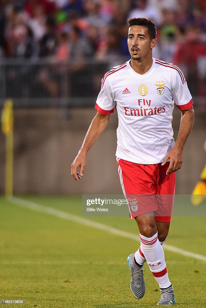 <a gi-track='captionPersonalityLinkClicked' href=/galleries/search?phrase=Eduardo+Salvio&family=editorial&specificpeople=5670924 ng-click='$event.stopPropagation()'>Eduardo Salvio</a> of SL Benfica in action during an International Champions Cup 2015 match against ACF Fiorentina at Rentschler Field on July 24, 2015 in East Hartford, Connecticut.