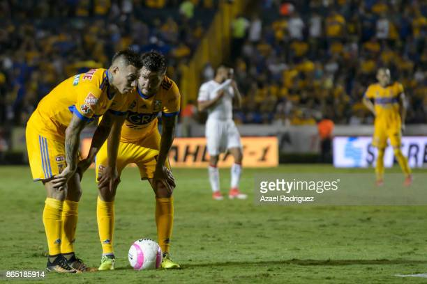 Eduardo Vargas of Tigres talks to teammate AndrePierre Gignac during the 14th round match between Tigres UANL and Toluca as part of the Torneo...
