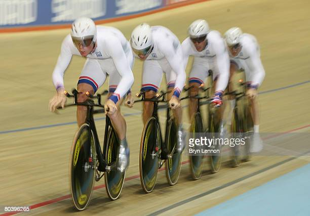 Edward Clancy Geraint Thomas Paul Manning and Bradley Wiggins of Great Britan in action during qualifying for the Men's Team Pursuit during the UCI...