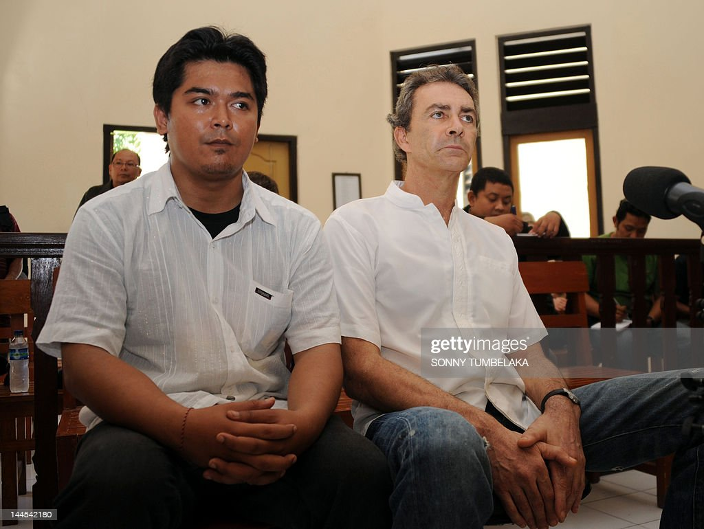 Edward Norman Myatt of Australia (R) attends his trial at a court in Denpasar in Bali on May 16, 2012. Myatt, 54, was arrested on February 27 with 1.1 kg of hashish and 7 grams of methamphetamine after attempting to smuggle them into the Indonesian resort island of Bali.