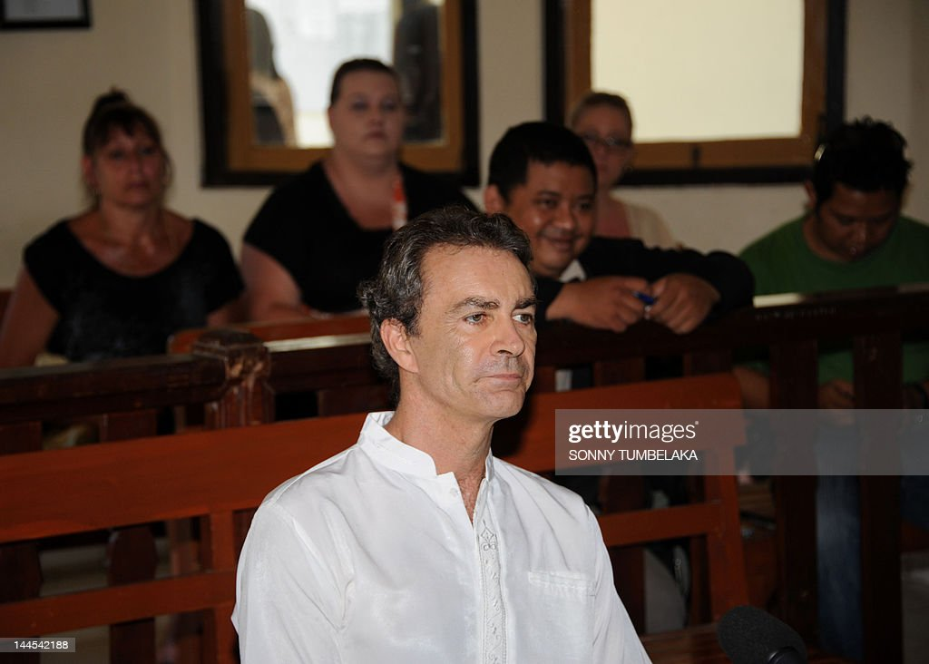 Edward Norman Myatt of Australia attends his trial at a court in Denpasar in Bali on May 16, 2012. Myatt, 54, was arrested on February 27 with 1.1 kg of hashish and 7 grams of methamphetamine after attempting to smuggle them into the Indonesian resort island of Bali. AFP PHOTO / SONNY TUMBELAKA