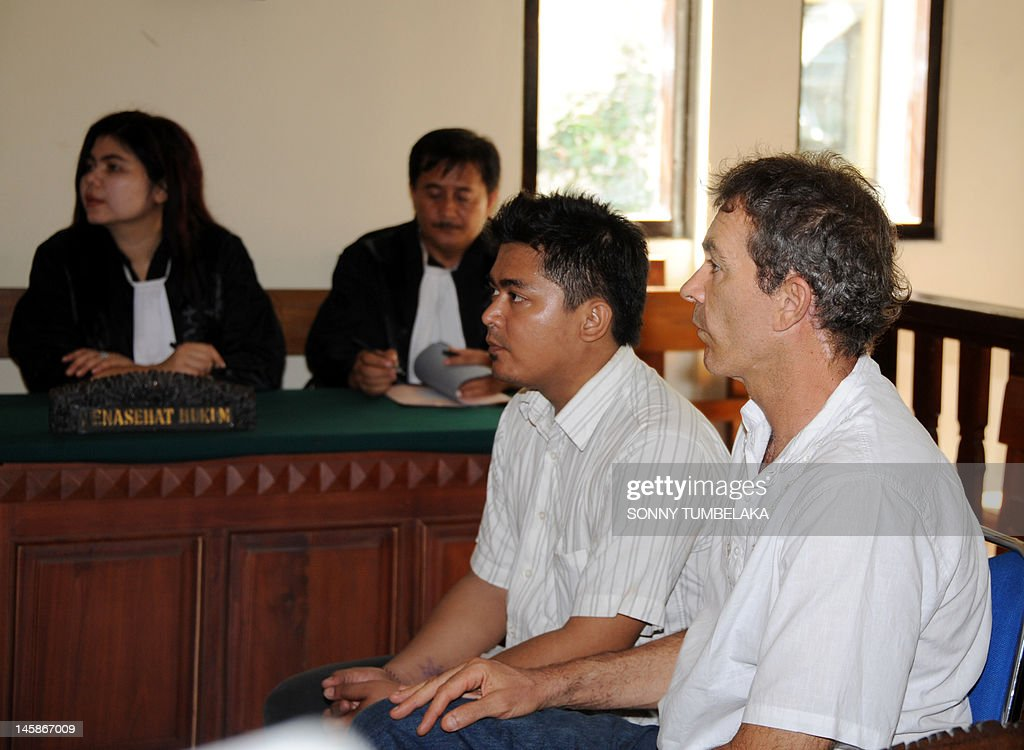 Edward Norman Myatt (R) of Australia attends his trial at a court in Denpasar on June 7, 2012. Myatt, 54, was arrested on February 27 allegedly with 1.1 kg of hashish and 7 grams of methamphetamine after attempting to smuggle them into the Indonesian resort island of Bali.