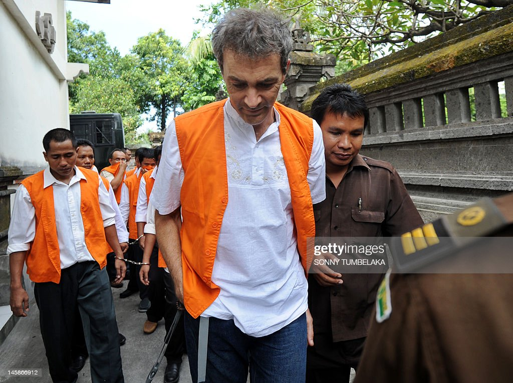 Edward Norman Myatt (C) of Australia is escorted to a holding cell before his trial at a court in Denpasar on June 7, 2012. Myatt, 54, was arrested on February 27 allegedly with 1.1 kg of hashish and 7 grams of methamphetamine after attempting to smuggle them into the Indonesian resort island of Bali.