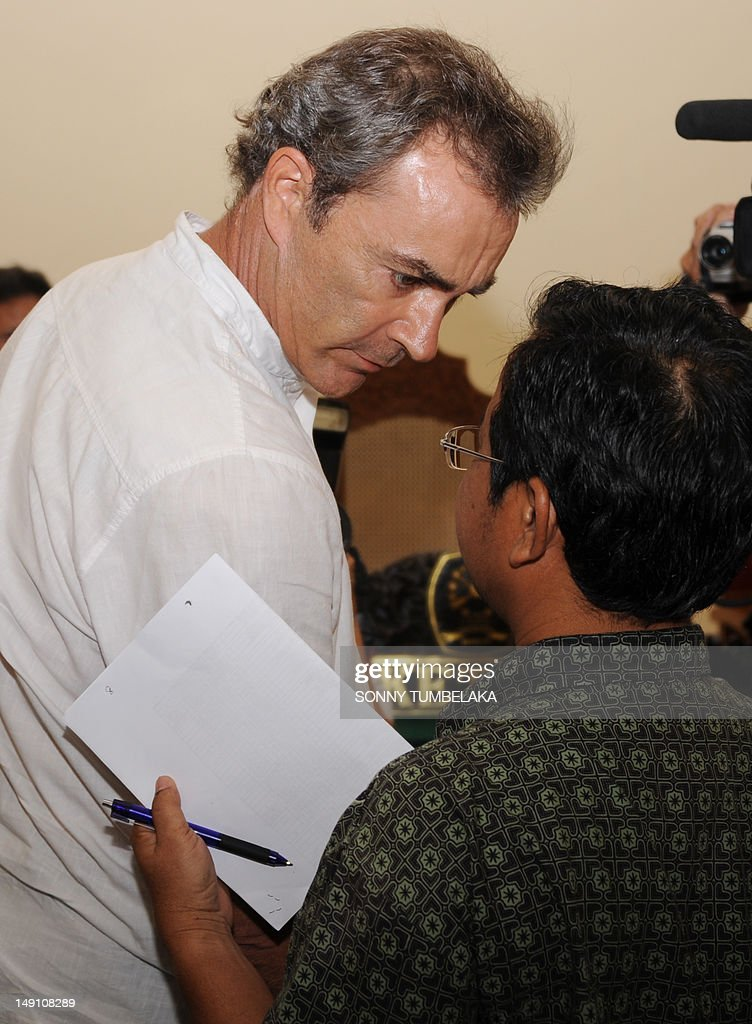 Edward Norman Myatt (L) of Australia speaks with his interpreter after his trial in Denpasar on Bali island on July 23, 2012. Indonesian judges have recommended an eight-year prison sentence for Myatt, who was arrested last February with 1.1 kg of hashish and seven grams of methamphetamine after allegedly attempting to smuggle them into the Indonesian resort island.
