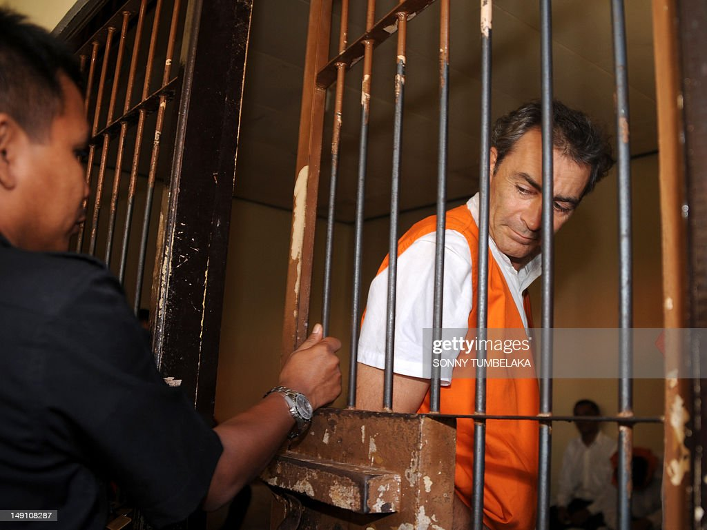 Edward Norman Myatt (R) of Australia walks into a holding cell before his trial at a court in Denpasar on Bali island on July 23, 2012. Indonesian judges have recommended an eight-year prison sentence for Myatt, who was arrested last February with 1.1 kg of hashish and seven grams of methamphetamine after allegedly attempting to smuggle them into the Indonesian resort island.