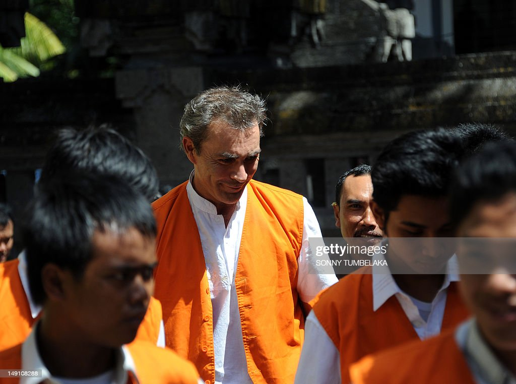Edward Norman Myatt (C) of Australia walks to a holding cell before his trial at a court in Denpasar on Bali island on July 23, 2012. Indonesian judges have recommended an eight-year prison sentence for Myatt, who was arrested last February with 1.1 kg of hashish and seven grams of methamphetamine after allegedly attempting to smuggle them into the Indonesian resort island.