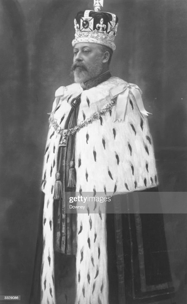 Edward VII (1841 - 1910), King of Great Britain (1901 - 1910) wearing crown and coronation robes.