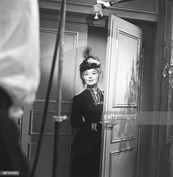 Edwige Feuillère in a scene of 'The Henri Becque's Parisian' for the program 'The school of the stars'