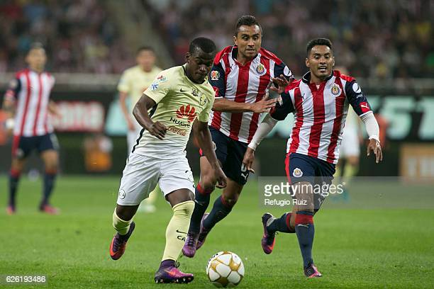 Edwin Hernandez of Chivas fights for the ball with Darwin Quintero of America during the quarter finals second leg match between Chivas and America...