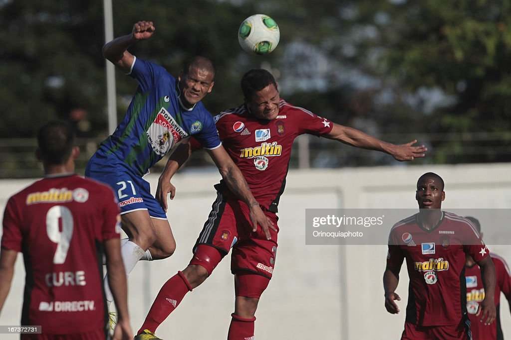 Edwin Peraza of Caracas FC fights for the ball with Leandro Vargas of Llaneros de Guanare during a match between Llaneros de Guanare and Caracas FC as part of the Clausura Tournament 2013 at the Estadio Olimpico Rafael Calles Pinto on April 24, 2013 in Guanare, Venezuela.