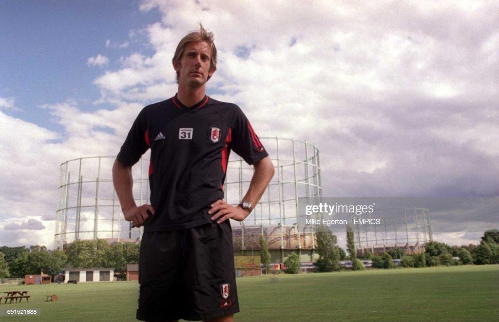 http://media.gettyimages.com/photos/edwin-van-der-sar-fulham-goalkeeper-picture-id651521888