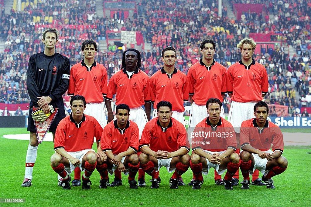 Hilo de la selección de Holanda Edwin-van-der-sar-kees-van-wonderen-clarence-seedorf-marc-overmars-picture-id163129393