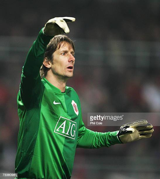 Edwin Van Der Sar of Manchester United during the Champions League first Knockout round first leg between Lille and Manchester United at Stade Felix...