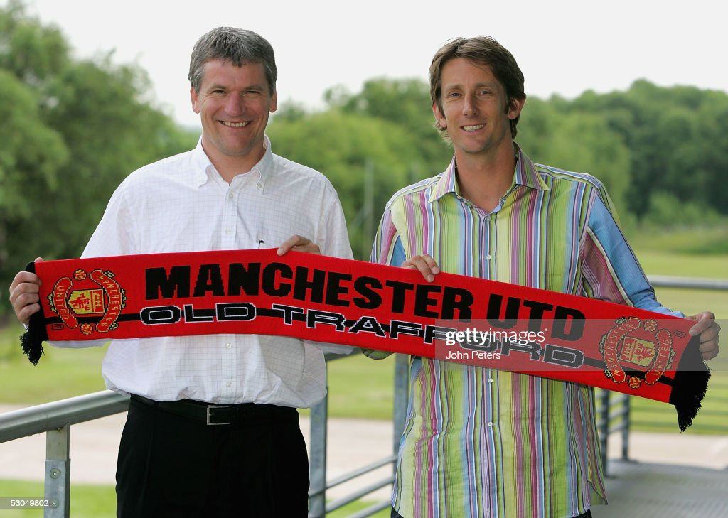 ¿Cuánto mide Edwin Van der Sar? - Real height Edwin-van-der-sar-poses-with-manchester-united-chief-executive-david-picture-id53049802