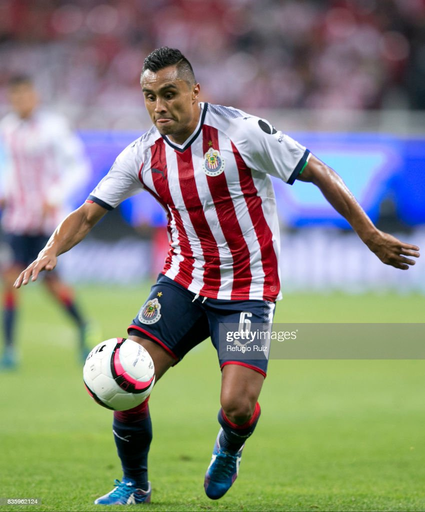 Edwuin Hernandez of Chivas drives the ball during the fifth round match between Chivas and Puebla as part of the Torneo Apertura 2017 Liga MX at Chivas Stadium on August 19, 2017 in Zapopan, Mexico.