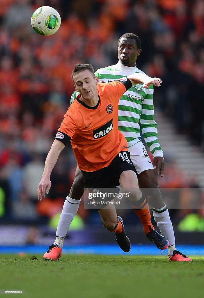 <a gi-track='captionPersonalityLinkClicked' href=/galleries/search?phrase=Efe+Ambrose&family=editorial&specificpeople=4406353 ng-click='$event.stopPropagation()'>Efe Ambrose</a> of Celtic battles with Rory Boulding of Dundee United during The William Hill Scottish Cup Semi Final between Dundee United and Celtic at Hampden Park on April 14, 2013 in Glasgow, United Kingdom.