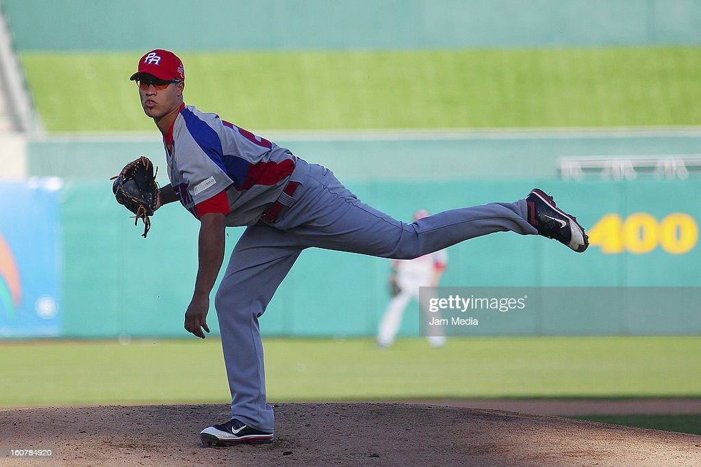 Efrain Nieves of Puerto Rico in action during a match between Puerto Rico and Venezuela as part of the Caribbean Series 2013 at Sonora Stadium on February 05, 2013 in Hermosillo, Mexico.