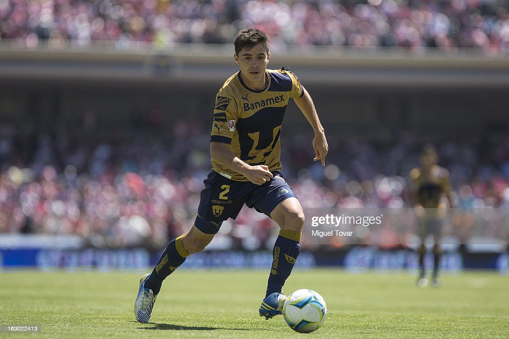 Efrain Velarde of Pumas controls the ball during a match between Pumas and Chivas as part of Clausura 2013 Liga MX at Olympic Stadium on March 03, 2013 in Mexico City, Mexico.