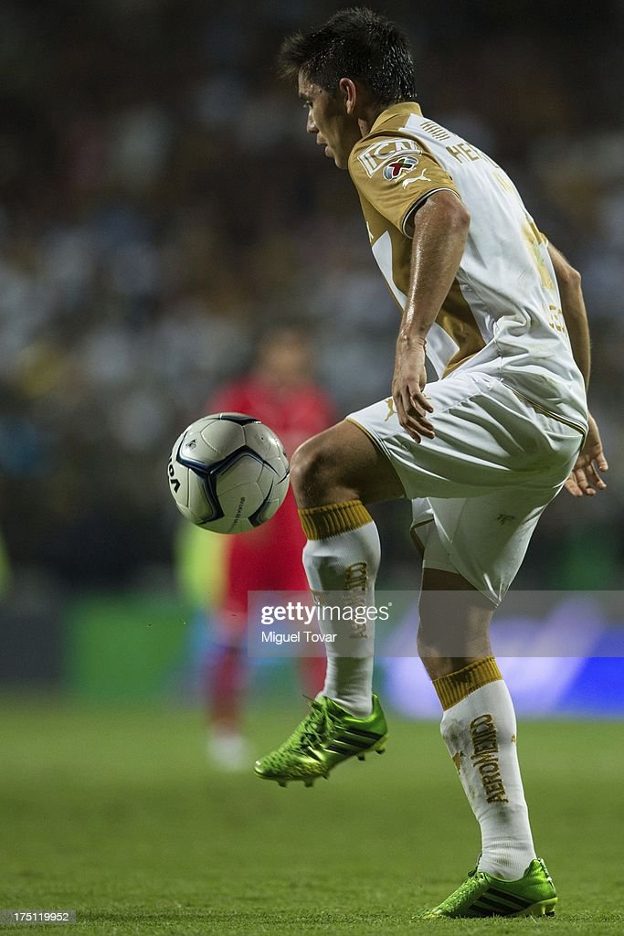 Efrain Velarde of Pumas controls the ball during a match between Toluca and Pumas as part of the Torneo Apertura 2013 Liga MX at Nemesio Siez stadium, on July 31, 2013 in Toluca, Mexico.