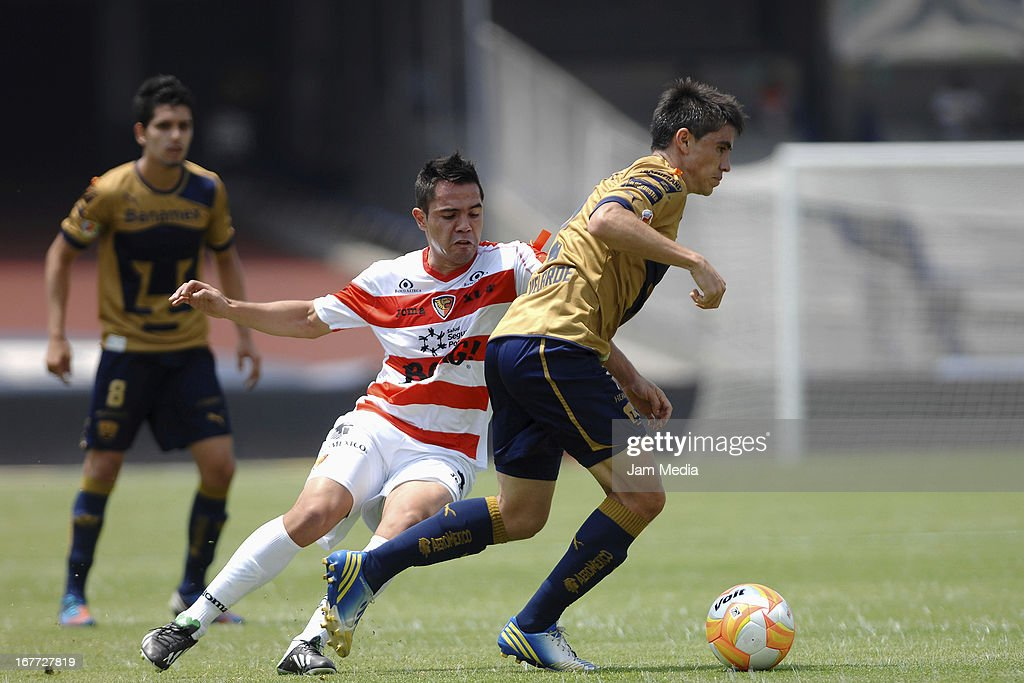 Efrain Velarde (R) of Pumas struggles for the ball with George Corral (L) of Jaguares during the match as part of the Clausura 2013 Liga MX at Olimpico Stadium on April 28, 2013 in Mexico City, Mexico.