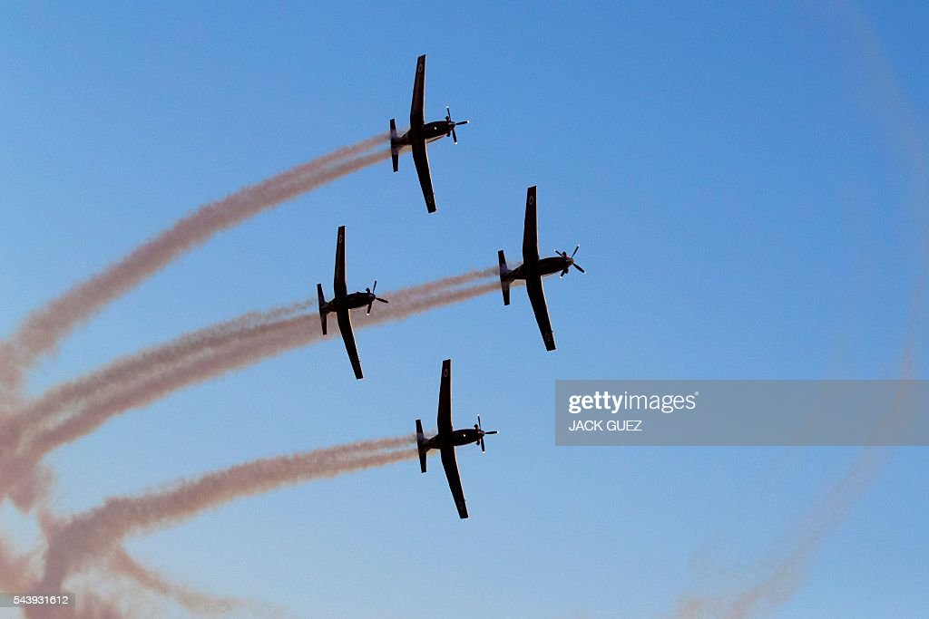 Efroni T-6 Texan II planes perform during an air show at the graduation ceremony of Israeli air force pilots on June 30, 2016, at the Hatzerim base in the Negev desert, near the southern Israeli city of Beer Sheva. / AFP / JACK
