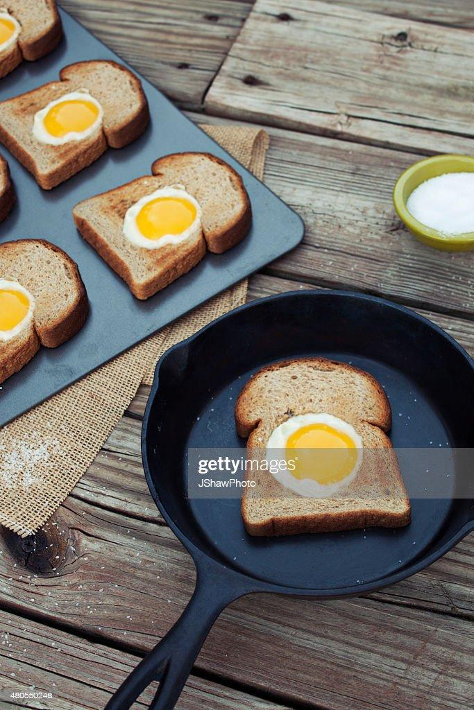 Ovos em um Ninho : Foto de stock