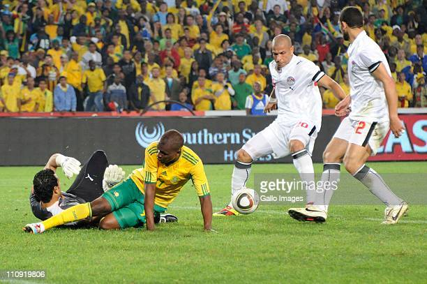 Egypt goalkeeper Essam ElHadary Katlego Mphela of South Africa and Mahmoud Fathalla Mohamed Aboutrika of Egypt compete for the ball during the 2012...