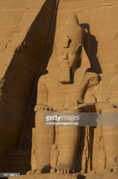 an essay on egyptian art and the colossal head 2030–1650 bc) colossal statues proliferated in ancient egypt often created as  pairs to flank the entrances to temples, or important sections of them, they.