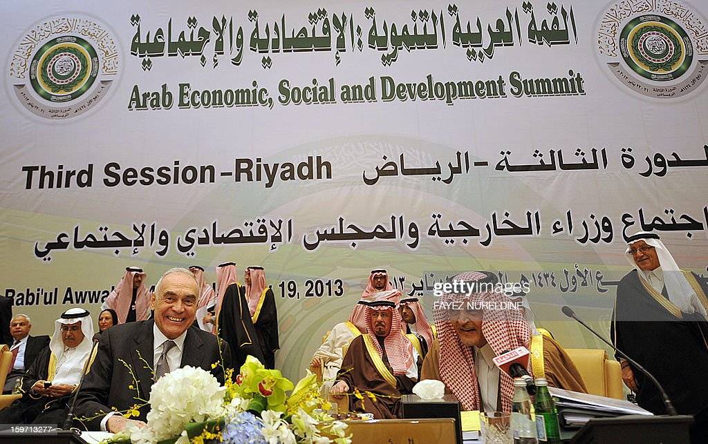 Egyptian Foreign Minister Mohammed Kamel Amr (C-L) and his Saudi counterpart Prince Saud al-Faisal (C-R) smile as they attend the meeting of the Arab Foreign Ministers on the eve of the third session of the Arab Economic, Social and Development Summit held in Riyadh on January 19, 2013. Saudi Arabia is due to host the Arab Economic summit for the leaders on January 21 and 22. AFP PHOTO/FAYEZ NURELDINE